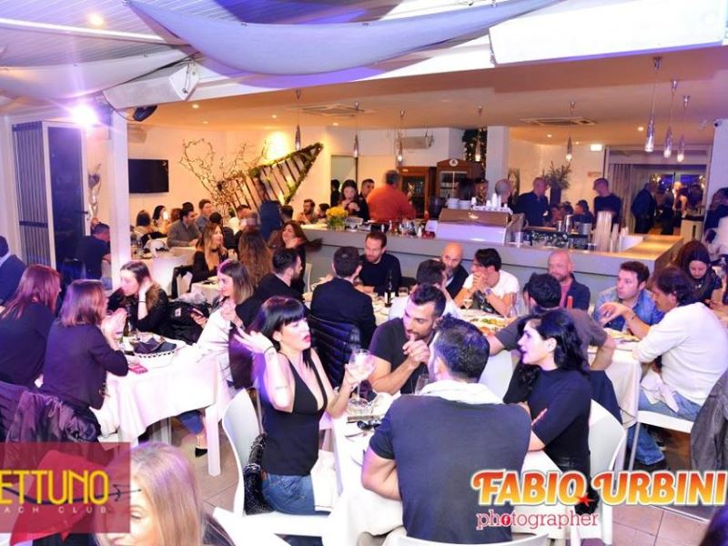 nettuno beach club spazio distanza fra i tavoli commensali